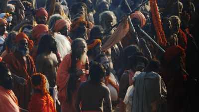 Bain des Sadhu lors de la Kumbh Mela