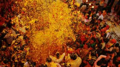 Holi, rues surpeuplées durant le festival
