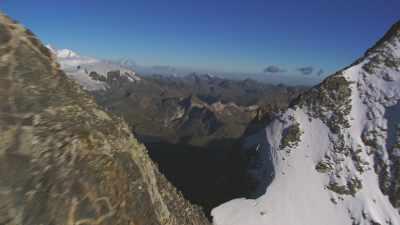 Les sommets enneigés de la vallée d'Aoste