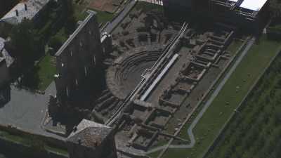 Théâtre romain d'Aoste et le village