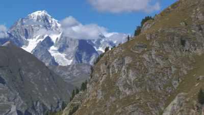 Forêts, flancs de montagne, glacier