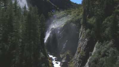 Vallée et rivière, forêt et lac, torrent et glacier