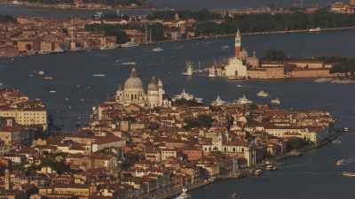 Le site de Venise, gare, aéroport