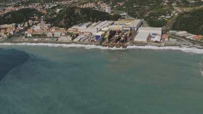 Côte rocheuse, Sestri Levante et port industriel de La Spezia