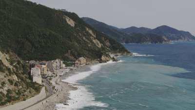 Village sur la falaise et plans de La Spezia