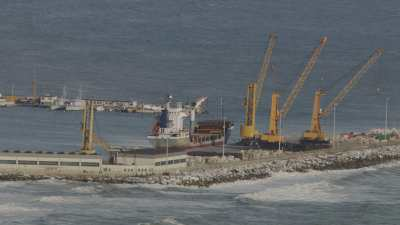 Port industriel et porte-conteneurs