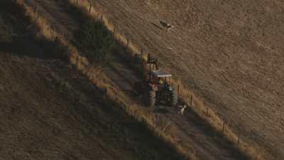 Agriculteurs dans la campagne toscane