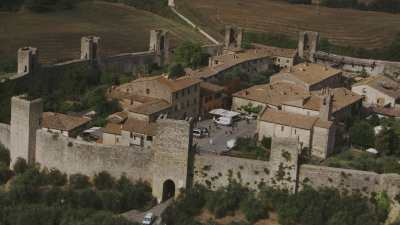 Petit village fortifié près de San Gimignano