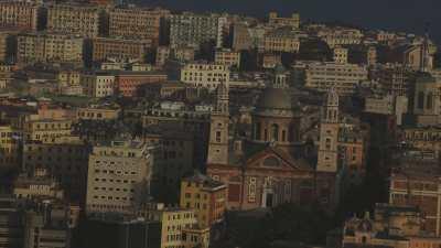 Ville de Gênes et son port industriel