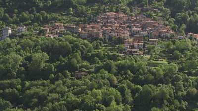 Bâteau, village à flanc de montagne, Lac de Côme