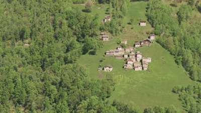 Maisons à flanc de montagne, Lac de Côme