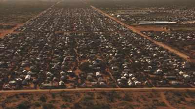 Tentes de réfugiés à perte de vue, Kambioos Camp