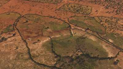 Vue très large d'Hagadera Camp et des terres arides