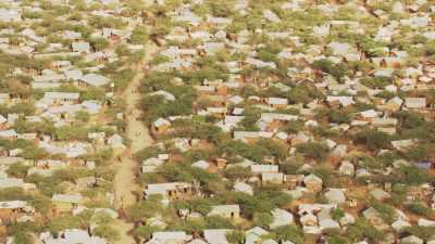 Tentes et maigre végétation, Hagadera Camp