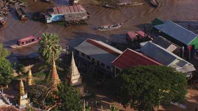 Village sur pilotis, sur les bords du lac Tonle Sap