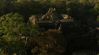 Ruines des temples d'Angkor dans la forêt