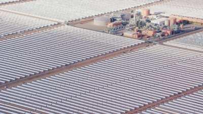 La Centrale solaire Noor et le paysage aride