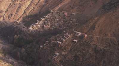 Villages dans les montagnes et cultures en escalier dans les environs de Tacheddirt