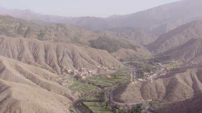 Village,  montagnes rouges dans les environs de El Had Zerkten, Tazilda