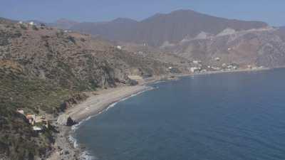 Côte rocheuse, plage Sidi Yahya Aarab et vol d'oiseaux, près d'Oued Laou