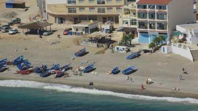 Petits bateaux sur les plages Azla, Beni Maadane, près de Tétouan