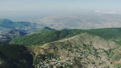 Éoliennes dans les montagnes près de Tétouan