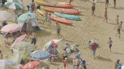 Plage, baigneurs et touristes à Oualidia