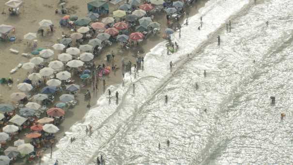 Foule sur la plage de Ras el Ma