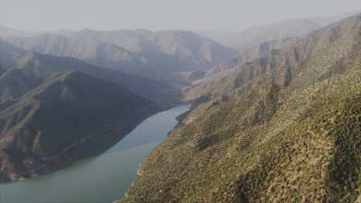 Lac et barrage d'Ouirgane dans les montagnes