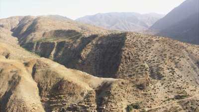Village dans le creux des montagnes