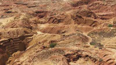 Mines de pierres précieuses à ciel ouvert