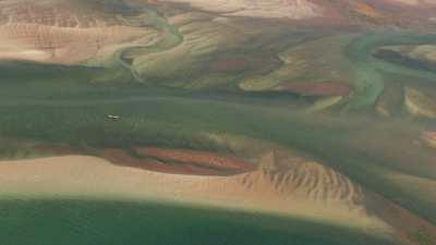Bord de mer et méandres de la végétation sur le littoral