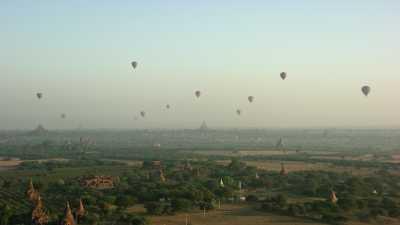 Montgolfières sur le site de Bagan