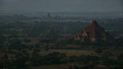 Les temples de Bagan et des montgolfières