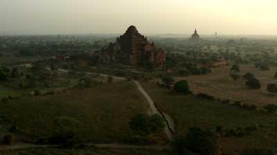 Temple de Bagan, montgolfières et moines
