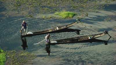 Pêcheurs en pirogues
