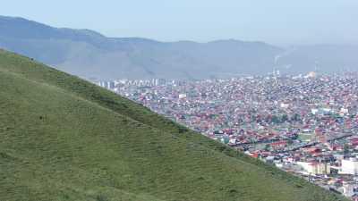 La ville d'Oulan Bator s'étend dans la steppe