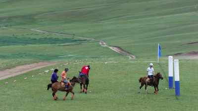 Match de polo dans la steppe