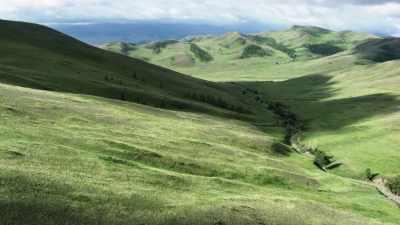 Vastes étendues de steppes mongoles