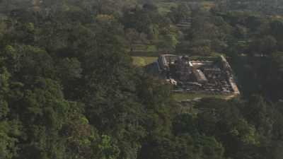 Le site maya de Palenque dans la forêt et ses temples