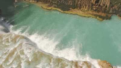 Gros plans sur les chutes cristallines d'Agua Azul dans la forêt