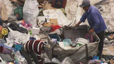 Récupérateurs sur la décharge de Mexico