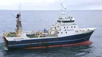 Activités à bord d'un chalutier en mer