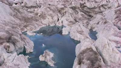 Svalbard, plaine de roche et de glace, rétention d'eau