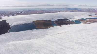 Svalbard, formes sur la plaine glacée