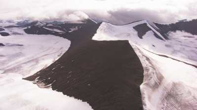 Svalbard, montagnes, océan et glacier