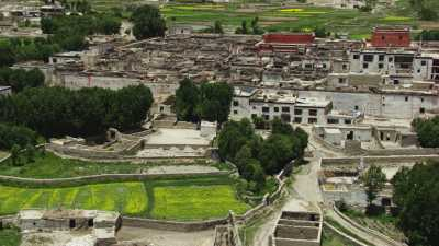 Lo-Mantang, ville fortifiée au coeur des montagnes