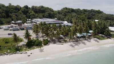 Littoral et plages, supermarché couvert de panneaux solaires