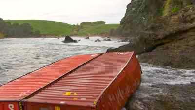 Conteneurs du Rena échoués sur le littoral