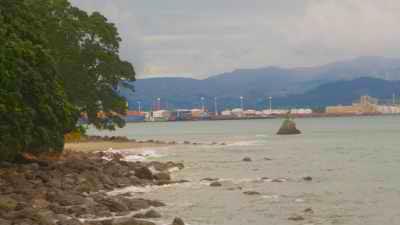 Plans larges du littoral après le naufrage
